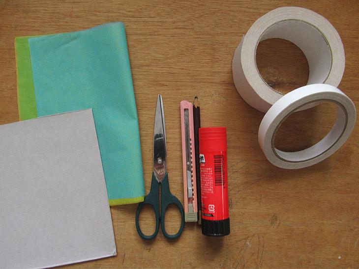 ローズウィンドウの材料と道具