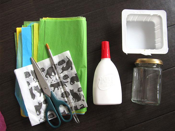ペーパーナプキンを使ったステンドグラス風の空き瓶の材料