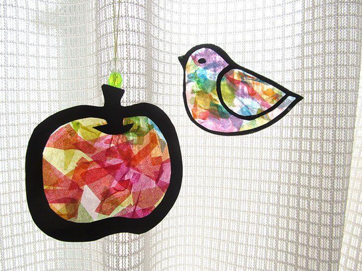 完成した紙のステンドグラス風サンキャッチャー