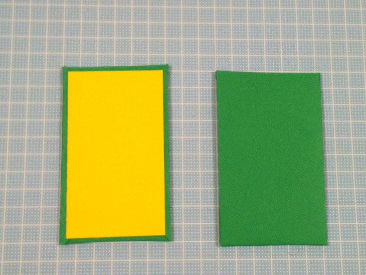 色紙を巻いた絵合わせカードの台紙