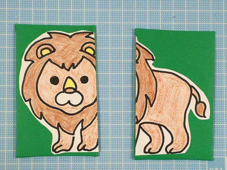 イラストを絵合わせカードの台紙に貼った様子