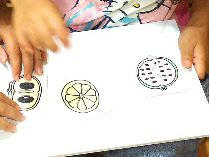 手作りした果物の絵合わせカード