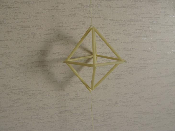 完成したダイヤ型のヒンメリ