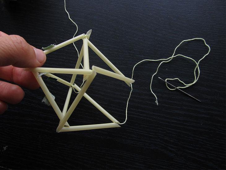 ヒンメリの下部の三角を繋ぐ様子