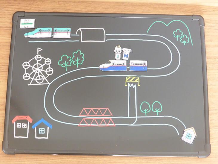 ブラックボードに描いた新幹線のプラバンおもちゃ用の絵