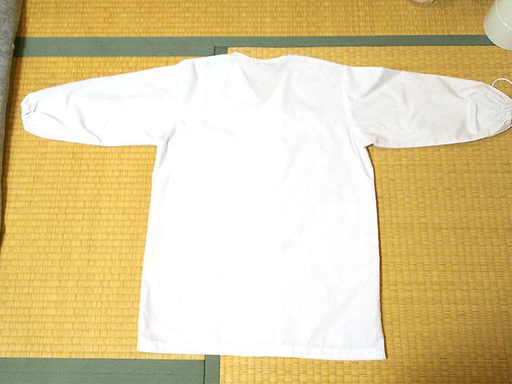 アイロン後に広げた給食の白衣