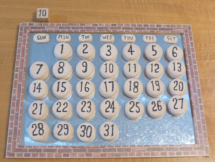 完成した万年カレンダーを平置きした様子