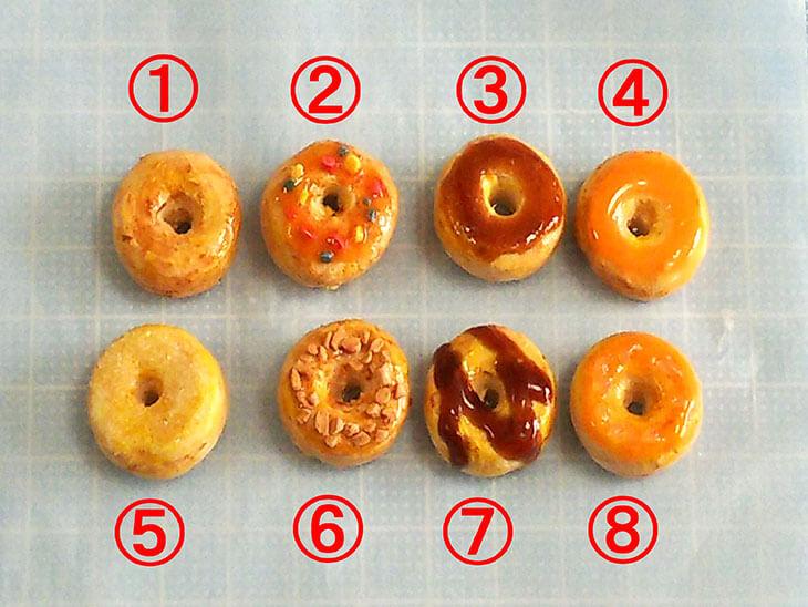 8種類のデコレーションが完成したフェイクスイーツのドーナツ