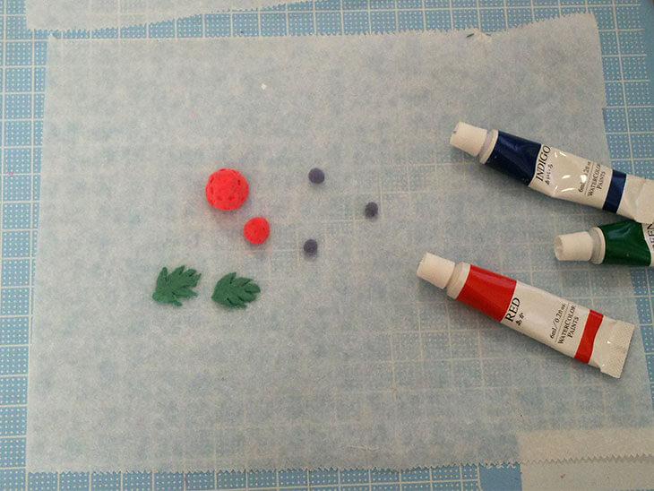 紙粘土で作ったフルーツパーツ