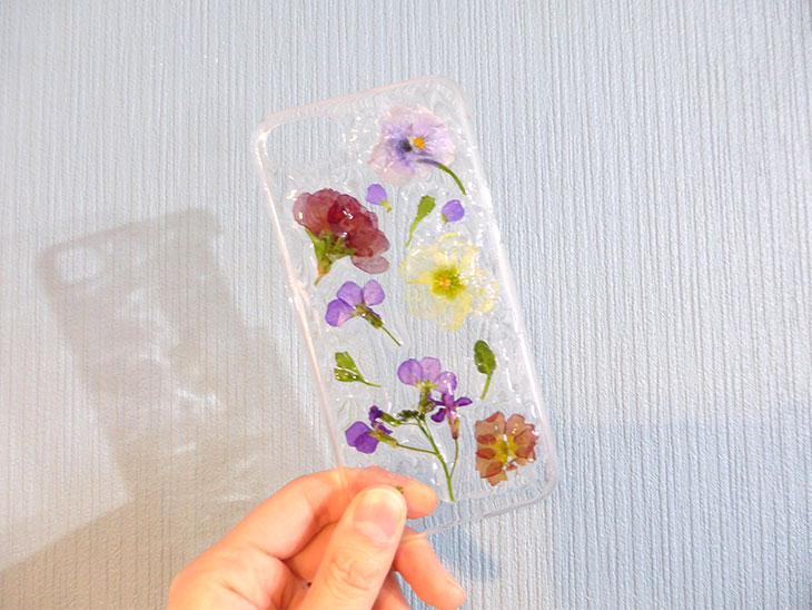 完成した押し花で作ったスマホiPhoneケースの完成品
