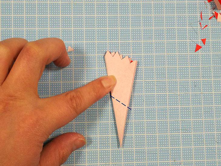 折り紙の本格的な立体カーネーションの工程4