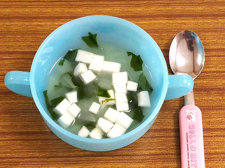 離乳食後期レシピ「はんぺんと玉ねぎの味噌汁」の完成品