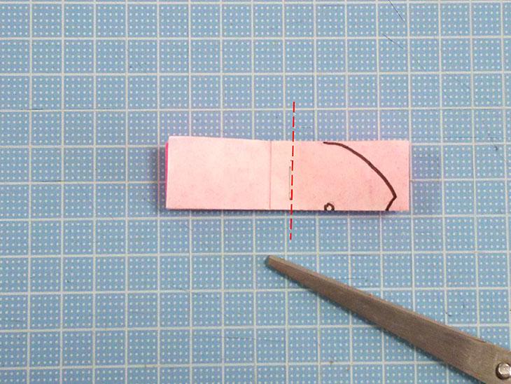 立体的な折り紙の桜の作り方の工程2