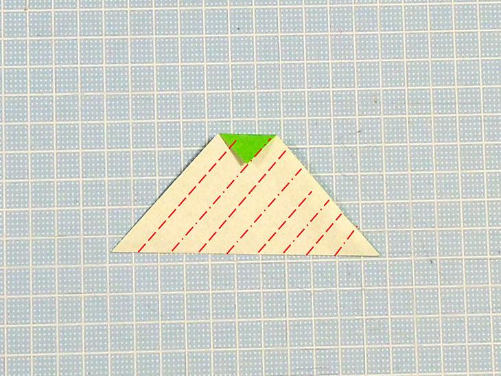 立体的な折り紙の桜の葉の作り方の工程1-1
