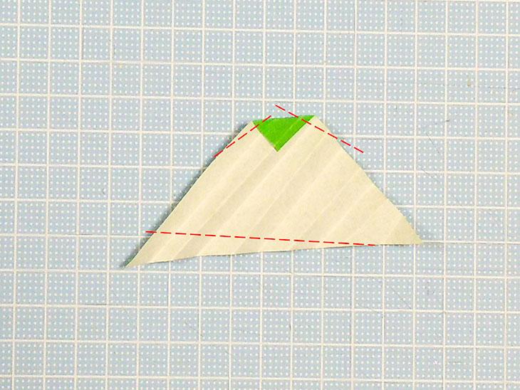 立体的な折り紙の桜の葉の作り方の工程1-2