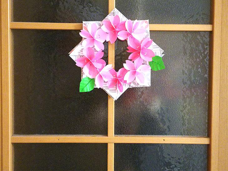 立体的な折り紙の桜で作ったリース