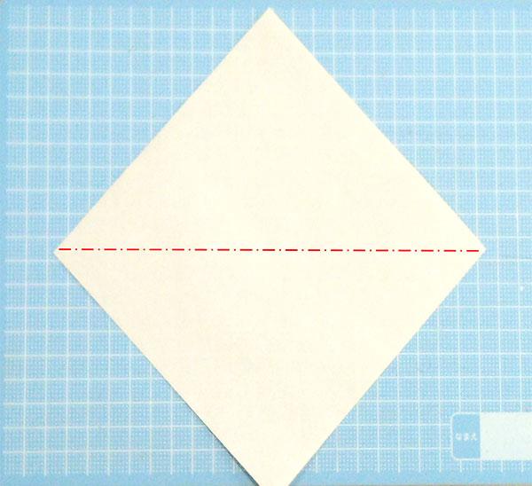 一番簡単な折り紙の猫の顔の折り方の手順1