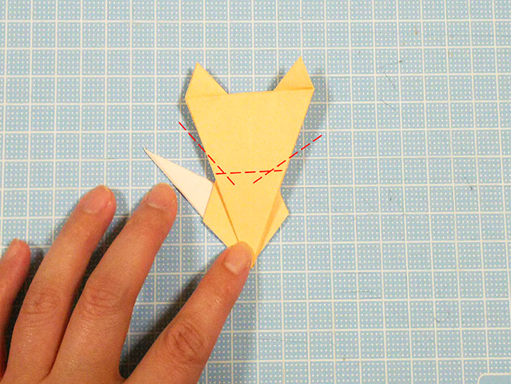 折り紙1枚の全身猫の折り方の手順6