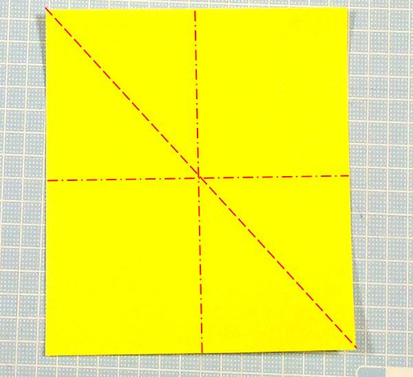 折り紙の三角猫しおりの折り方の手順1