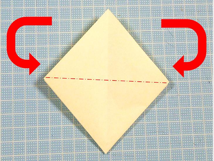 折り紙の三角猫しおりの折り方の手順2