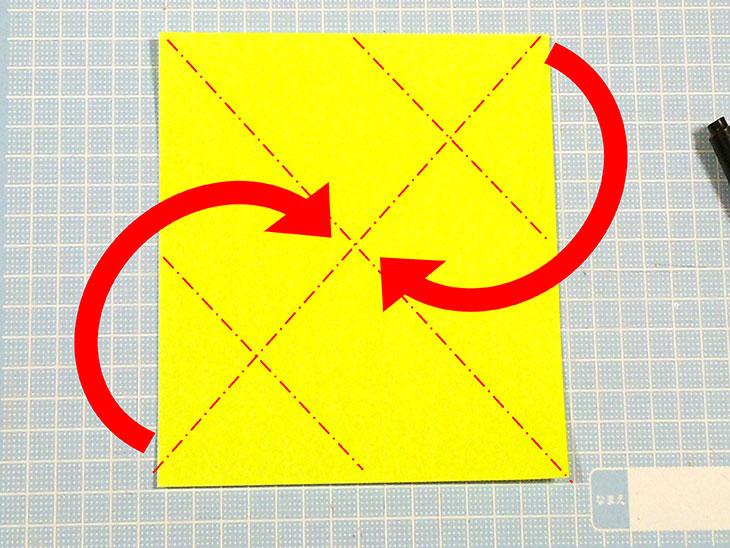差し込むタイプの折り紙の猫しおりの折り方の手順1