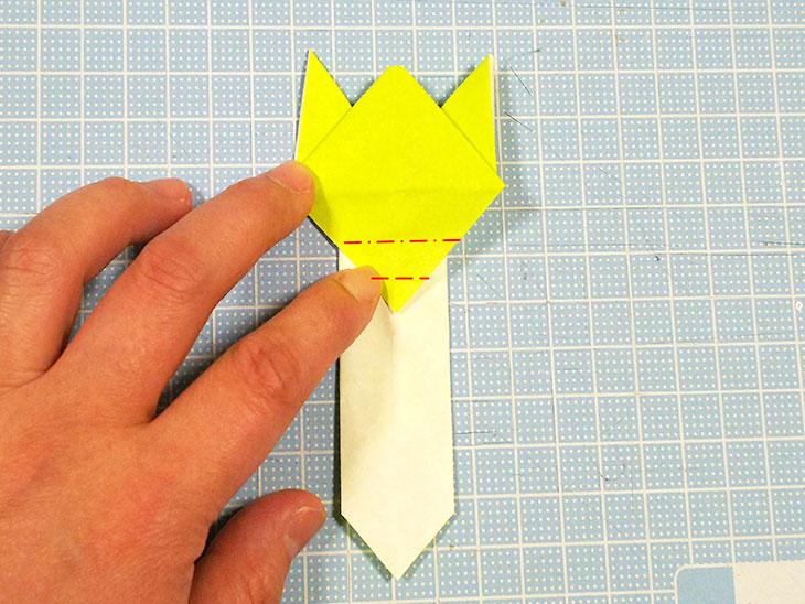 差し込むタイプの折り紙の猫しおりの折り方の手順6