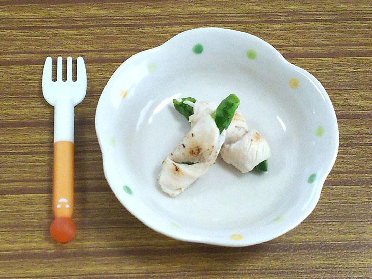 離乳食完了期レシピ「アスパラガスのささみロール」の完成品