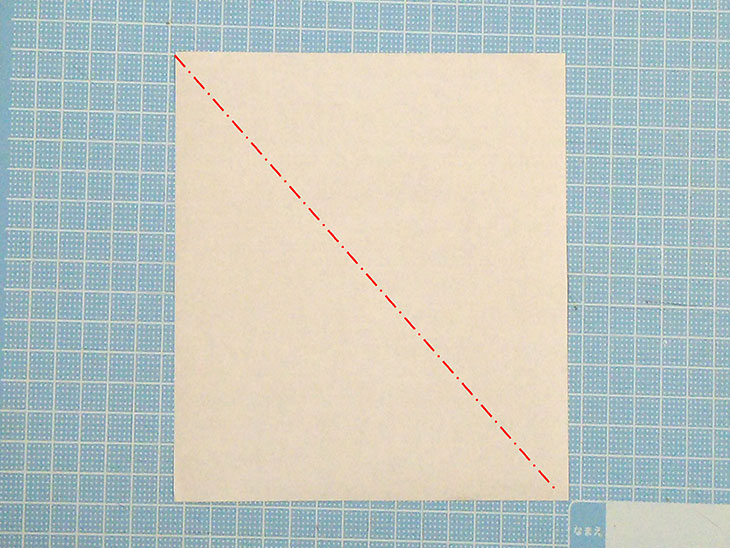 折り紙の犬の超かんたんな折り方工程1