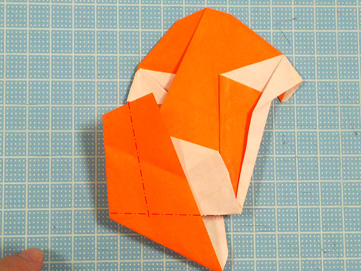 折り紙一枚で作るおすまし犬の折り方の工程7
