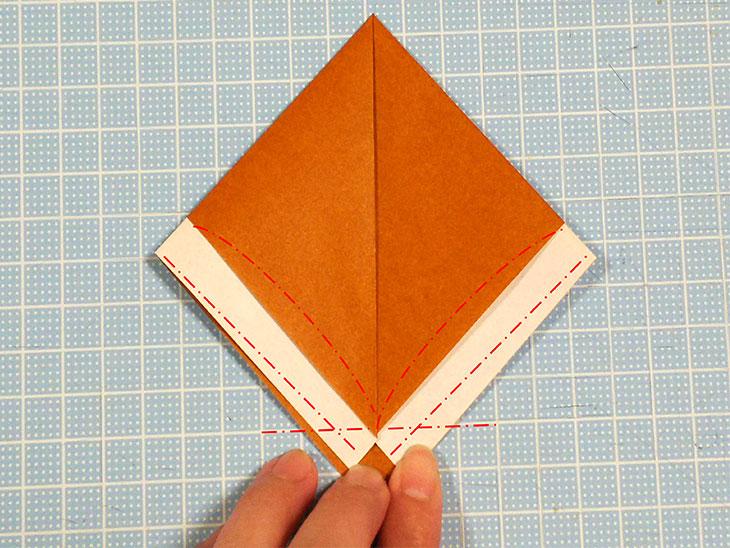 折り紙一枚で作るリアルな柴犬の折り方の工程2
