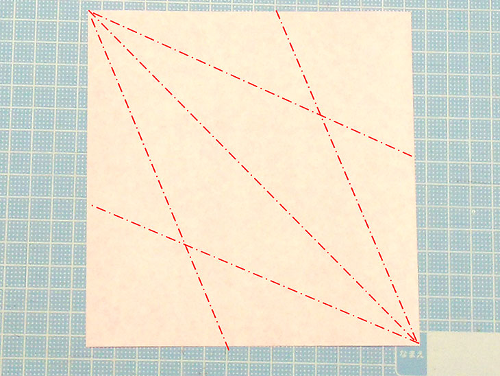 折り紙一枚で作る立体の全身テリアの折り方の工程1