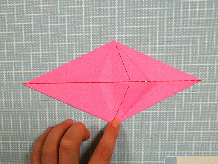 折り紙一枚で作る立体の全身テリアの折り方の工程2