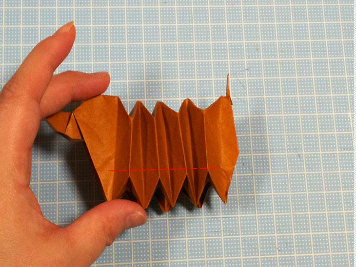 折り紙一枚で作る動くダックスフンドの折り方の工程6