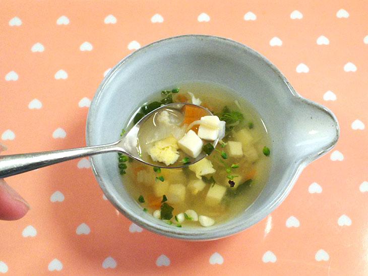 離乳食後期レシピ「玉ねぎと卵のスープ」の完成品