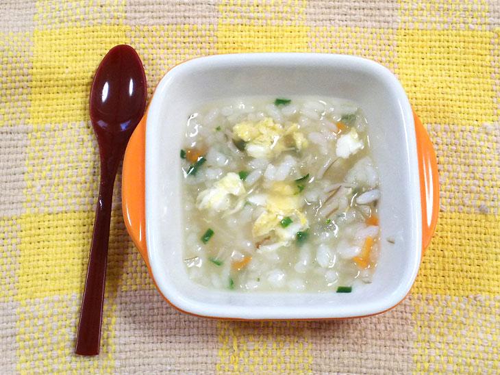 離乳食完了期レシピ「玉ねぎとニラ玉の雑炊」の完成品