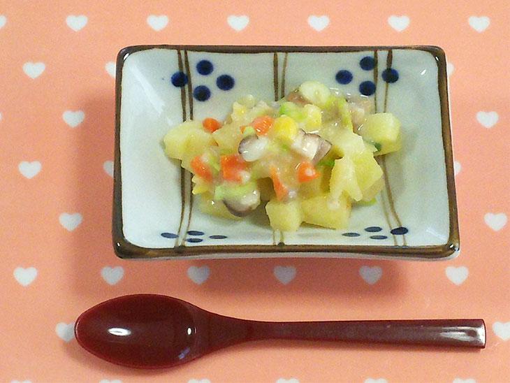 離乳食後期レシピ「エリンギ入りコロコロサラダ」の完成品