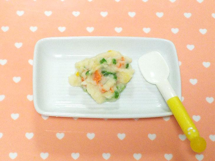離乳食後期レシピ「さやいんげん入りポテトサラダ」の完成品