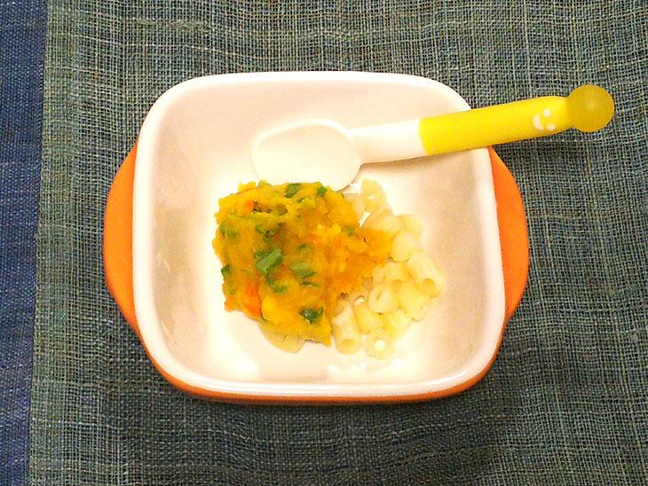 離乳食後期レシピ「さやいんげんとかぼちゃのパスタ」の完成品