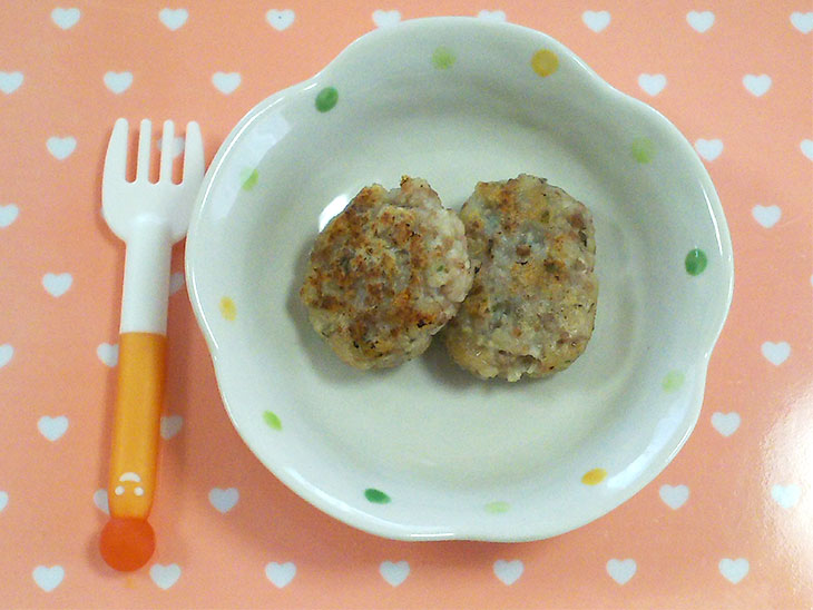 離乳食完了期レシピ「レンコンのお魚ハンバーグ」の完成品