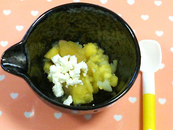 離乳食中期のおすすめチーズレシピ「サツマイモのカッテージチーズ和え」の完成品
