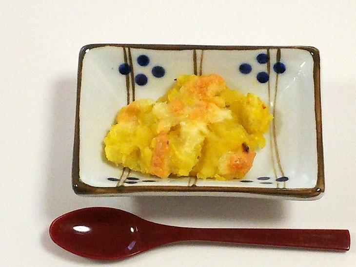 離乳食中期のおすすめチーズレシピ「チーズのせ焼きカボチャ」の完成品
