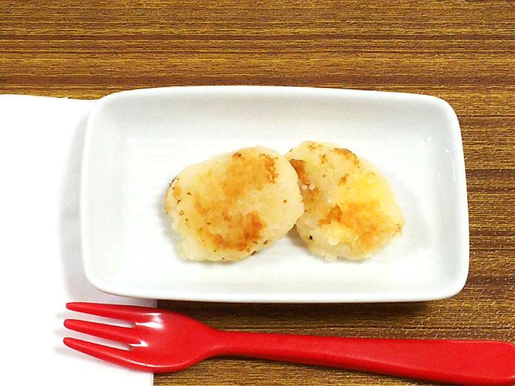 離乳食後期のおすすめチーズレシピ「チーズイモ餅」の完成品