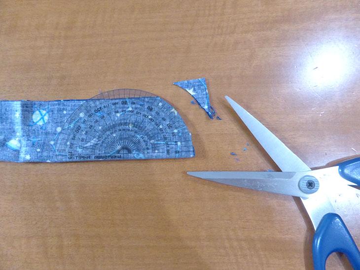 結ばないネッククーラーの作り方の工程1
