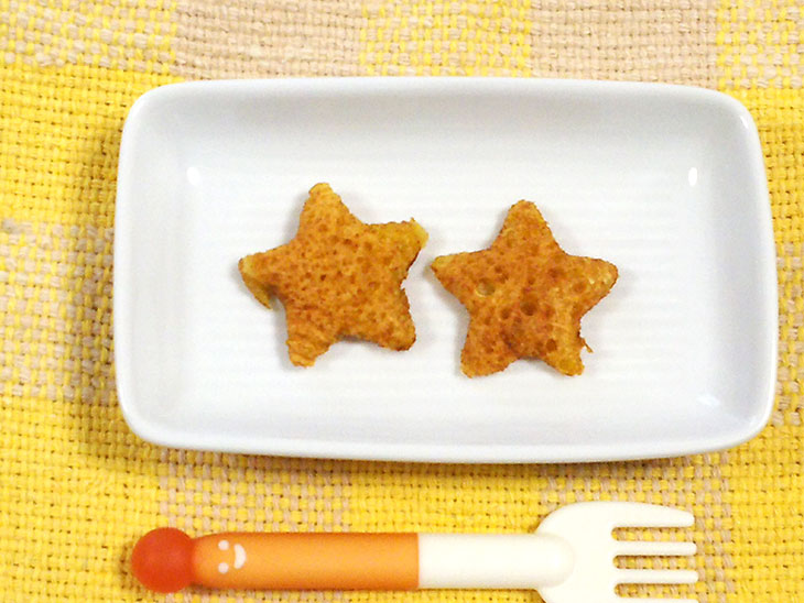 離乳食後期のヨーグルトレシピ「ヨーグルトと人参のハワイアンパンケーキ」の完成品