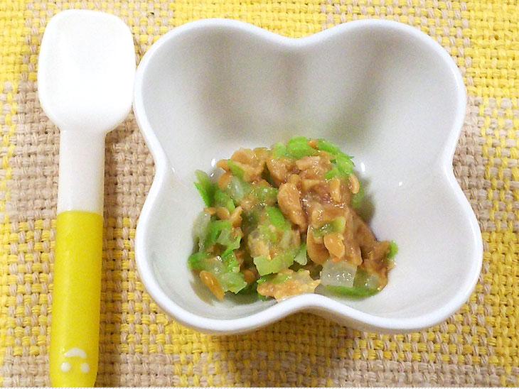 離乳食後期の納豆おすすめレシピ「キャベツと玉ねぎのつぶし納豆和え」の完成品