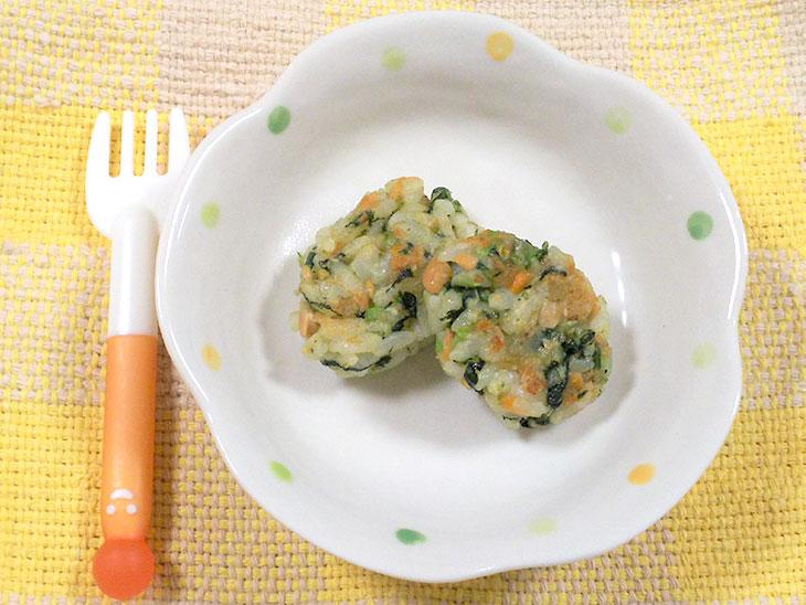 離乳食完了期の納豆おすすめレシピ「納豆のポパイ焼きおにぎり」の完成品