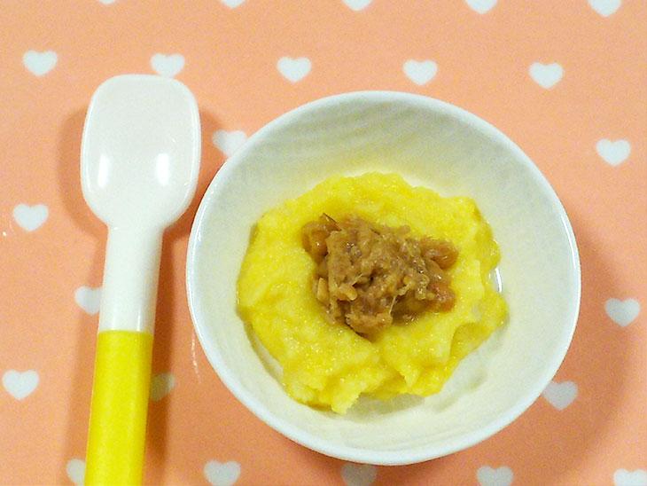 離乳食中期の納豆おすすめレシピ「サツマイモマッシュのすり潰し納豆のせ」の完成品