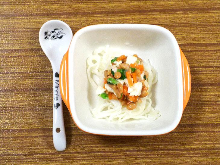 離乳食後期の豆腐おすすめレシピ「豆腐と納豆のあんかけそうめん」の完成品