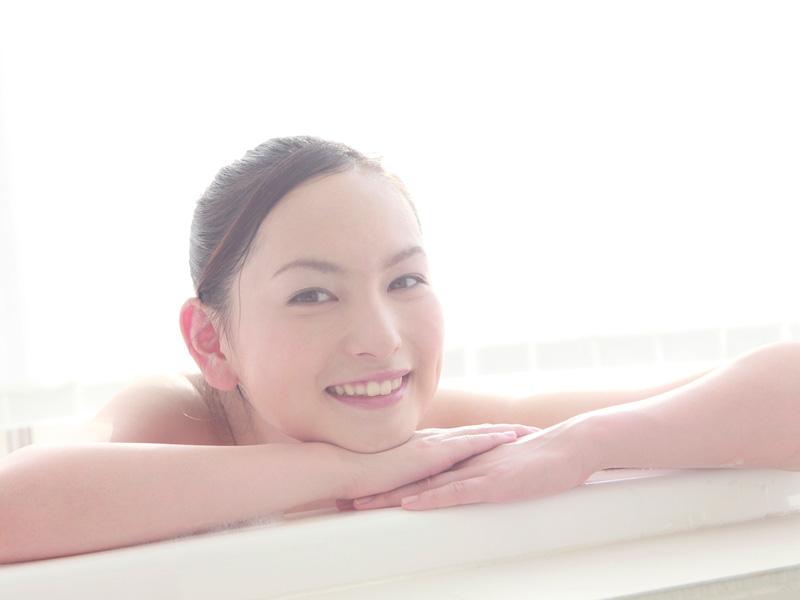 お風呂に入って笑顔の妊婦さん