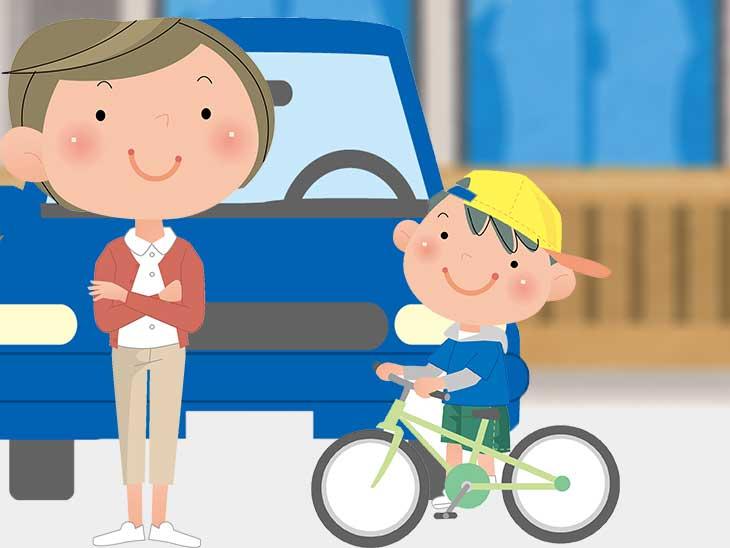 車の前で母親と一緒にいる自転車に乗ってる男の子のイラスト
